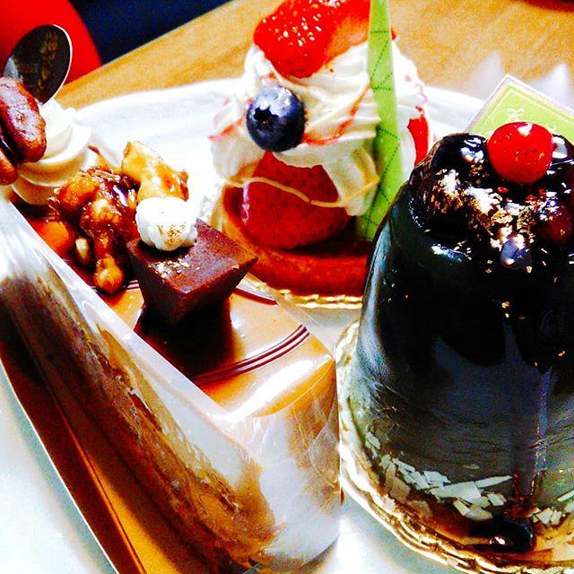 家族の誕生日にささやかなお祝いケーキってほんまに幸せな気持ちにしてくれますね(*^^*)#平野区 #パン屋 #鉄工所リノベーション