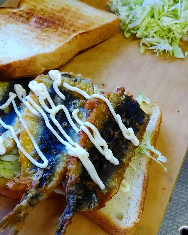 おはようございます本日お休みいただいております。イワシサンドはパンをしっかりトーストしてカレーマヨがオススメです#平野区 #パン屋 #サンドイッチ #イワシサンド