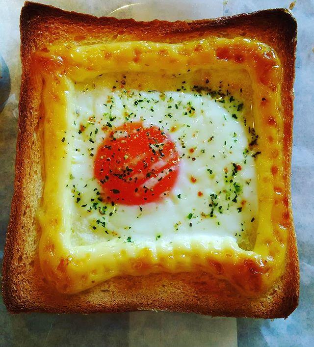 おはようございます!朝ご飯にぴったりのパン焼きあがってます今日も元気に営業中!皆様のご来店お待ちしております(*'▽'*) #平野区 #パン屋 #モーニング