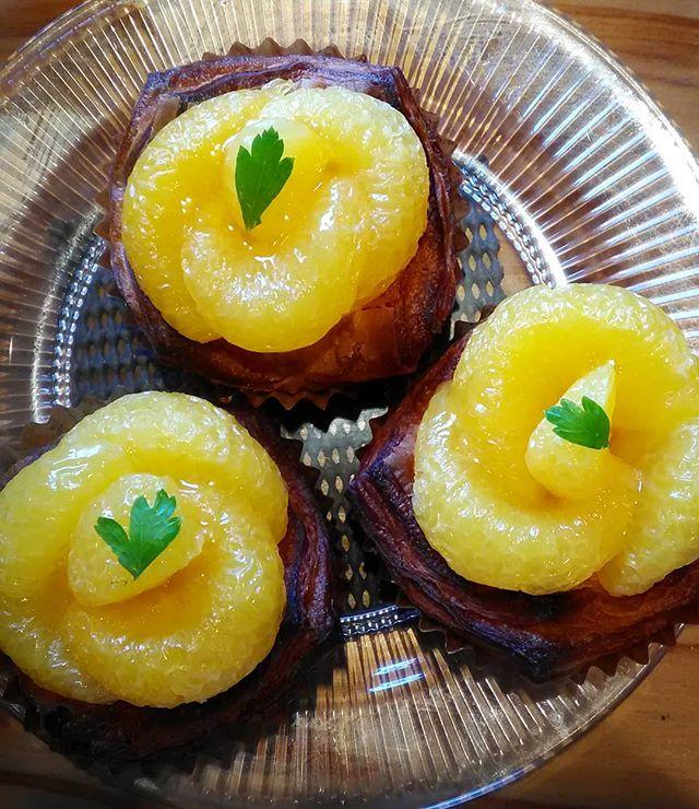 おはようございます。いいお天気です!季節のデニッシュ『甘夏』です。本日も皆様のご来店お待ちしております。#平野区 #パン屋 #甘夏デニッシュ
