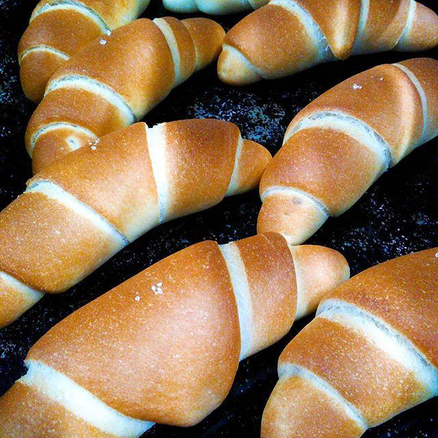 おはようございます。塩パン焼き上がりました本日も皆様のご来店お待ちしております。#平野区 #パン屋 #塩パン