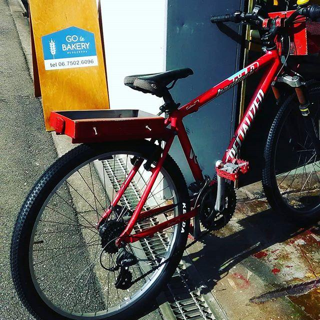 お気づきの方もいらっしゃるかもしれませんが、看板代わりの自転車をメンテナンスして乗れるようにしました運動不足解消なるか!? 本日も皆様のご来店お待ちしております。#平野区 #パン屋